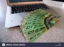 ordinateur et dollars